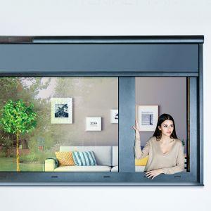 Okno jest elementem uzupełniającym elewację. Warto dobrać odpowiedni design ramy, który będzie pasował do stylu, w którym wybudowano dom. Fot. Fakro