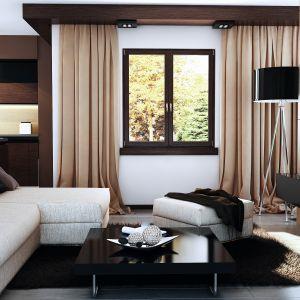 Drewno jest szlachetnym surowcem, który wprowadza do wnętrza odpowiedni nastrój. Zastosowane jako główny materiał stolarki okiennej nie tylko wzbogaca estetykę aranżowanej przestrzeni nadając jej eleganckiego i przytulnego charakteru, ale również skutecznie chroni przed zimnem. Fot. Pol-Skone