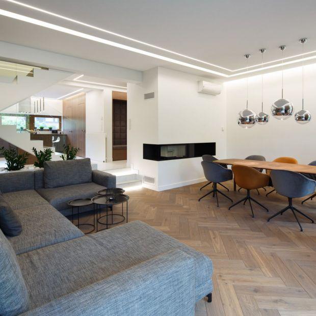 Nowoczesny dom dla rodziny - piękne wnętrza w barwach ziemi