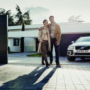Automatyczne sterowanie bramą wjazdową i garażowa to przede wszystkim komfort. Fot. Somfy