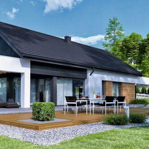 We współczesnych domach nie może zabraknąć słonecznego tarasu, który jest swoistym przedłużeniem salonu. Projekt: HomeKONCEPT44. Fot. HomeKONCEPT