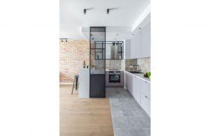 Zaprojektowane przez architektów pracowni Decoroom mieszkanie dowodzi, że nowoczesne wnętrza z mocną, industrialną nutą jednocześnie mogą być przytulne i pełne ciepła. Projekt i zdjęcia: Decoroom