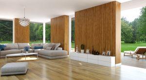 """Mamy drewniany taras, który stał się przechowalnią domowych sprzętów czy też miejscem dosuszenia prania? Nic nie stoi naprzeszkodzie, by dzięki kilku prostym zabiegom zadbany i funkcjonalnie urządzony taras stał się swoistym """"salonem na �"""