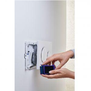 Pojemnik na kostki higieniczne, które barwią wodę na niebiesko i wydzielają przyjemny, świeży zapach. Fot. Geberit