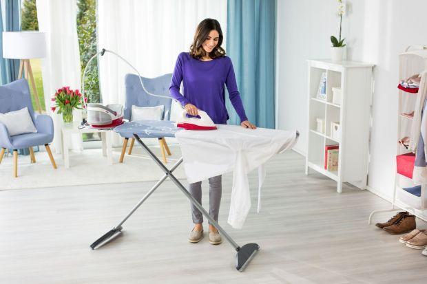 Prasowanie to jedna z najmniej lubianych czynności domowych. Trudne zagniecenia, wymagające materiały, sterta prania… u wielu takie widoki wzbudzają niechęć irezygnację. Jak więc ułatwić sobie prasowanie i przyspieszyć cały proces? Sprawd�