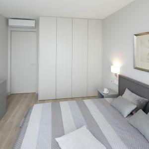 Coraz więcej osób decyduje się na montaż klimatyzacji w mieszkaniu. Projekt: Katarzyna Uszok. Fot. Bartosz Jarosz