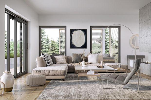 Minimalizm to obecnie jeden z wiodących trendów w aranżacji wnętrz i architekturze. Urządzając dom w tym stylu warto zwrócić szczególną uwagę na okna. Przeszklenia stanowią istotny element dekoracyjny, kształtujący charakter minimalistycznyc