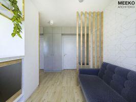 Widok na korytarz ze ściankąażurową