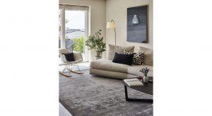 Wykonany jest w 100% z wysokiej jakości wiskozy,dzięki czemu dywan ma połyskujące runo, jest niezwykle aksamitny i miękki w dotyku. Produkt zgłoszony do konkursu Dobry Design 2020.