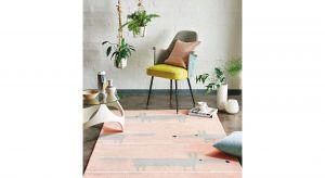Wykonany jest w 100% z wysokiej jakości wełny dziewiczej. Dzięki wełnie dywan jest miękki i miły w dotyku, a także łatwo utrzymać go w czystości. Produkty zgłoszone do konkursu Dobry Design 2020.