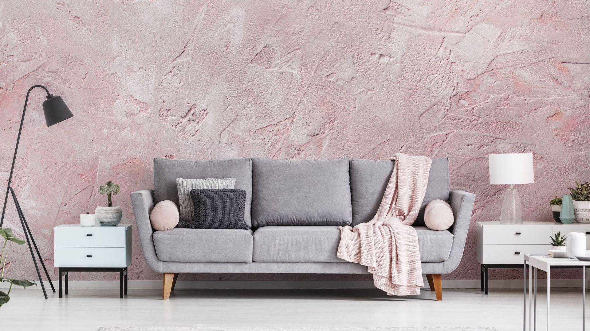 Fototapeta: imitacja muru w kolorze brudnego różu. Fot. Redro.pl