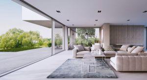 W przypadku okien i drzwi w salonie to widok jest najważniejszy. Nowy system drzwi przesuwnych zapewnia panoramiczny widok oraz wygodę obsługi.