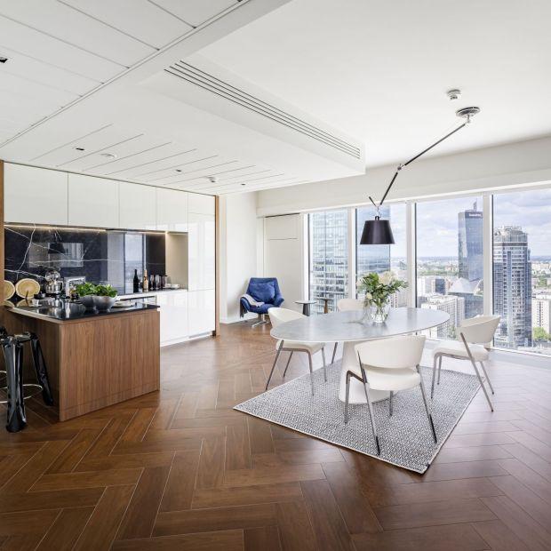 Złota 44 - eklektyczne wnętrze apartamentu na 29. piętrze