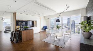 Dobry design, widok na panoramę Warszawy i ekskluzywne dodatki globalnych marek. Taką kombinację oferuje apartament Glace na 29. piętrze wieżowca Złota 44. Mieszkanie wykończone w myśl wnętrzarskiego eklektyzmu, przypadnie do gustu fanom nowators