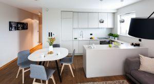 Jak urządzić jadalnię obok kuchni i funkcjonalnie wyznaczyć ich strefy? Zobaczcie pomysły architektów.