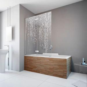 Parawan Fuenta New PND ma eleganckie chromowane detale, zawiasy zlicowane z taflą szkła oraz powłokę EasyClean®. Fot. Radawy