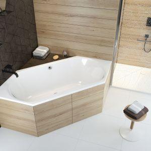 Nietypowy, sześciokątny kształt wanny W6K/Luxo pozwala na umieszczenie niemal w każdym miejscu. Fot. Sanplast
