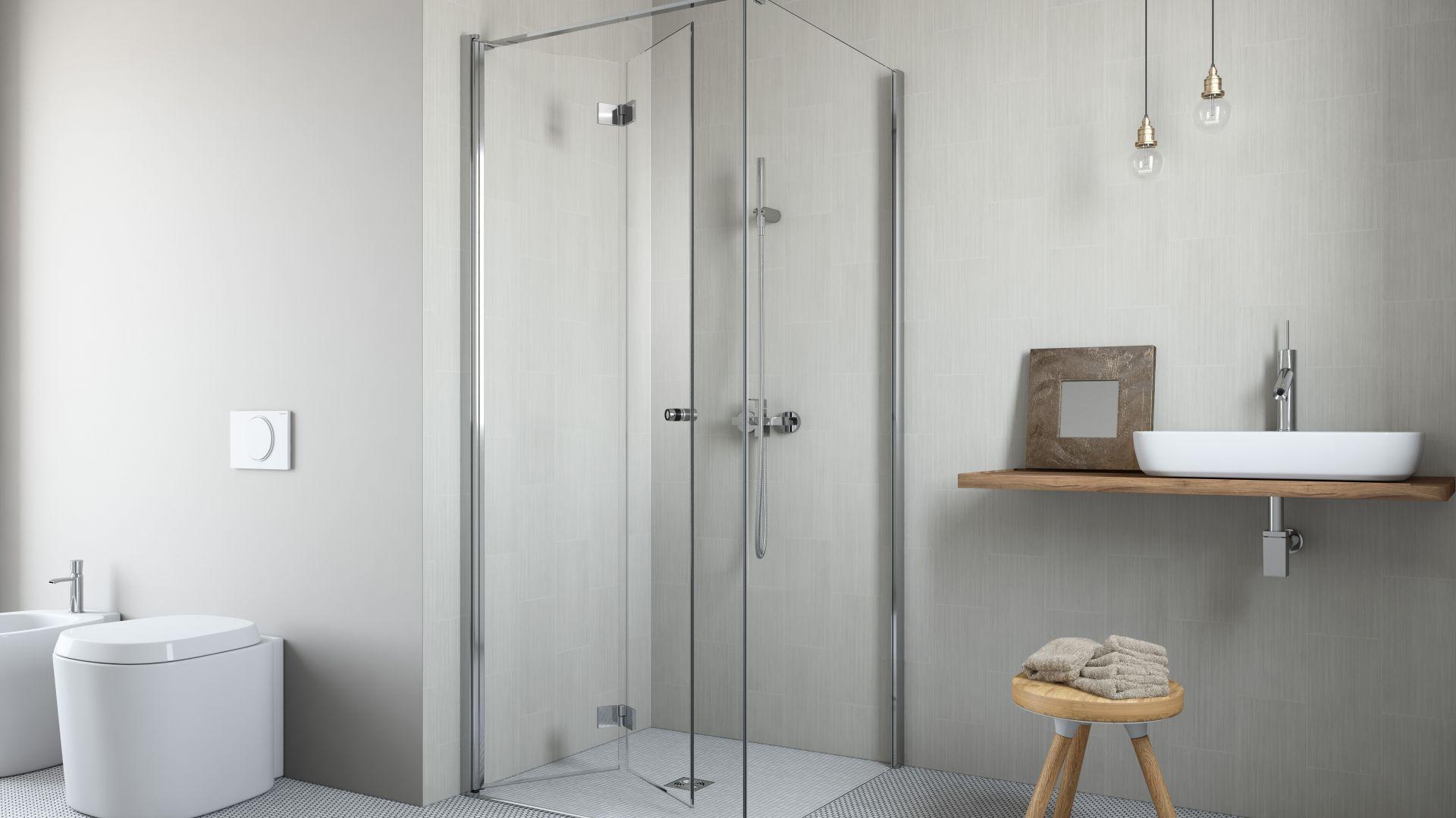 Drzwi kabiny Essenza KDJ B stworzonej z myślą o małych łazienkach składają się do środka podczas otwierania; uchwyty z tworzywa pełnią rolę odbojników. Fot. Radaway