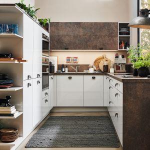 ALNOPEARL / ALNODUR – spełnia wszystkie wymagania i oczekiwania stawiane współczesnej kuchni. Nowoczesne linie, wyszukane akcenty kolorystyczne i lakierowany na wysoki połysk laminat. Fot. Alno