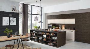 Nowoczesne kuchnie błyszczą w tle salonów. Zachwycają nie tylko pięknym wzornictwem, ale i wysoką funkcjonalnością, ukrytą za eleganckimi frontami.