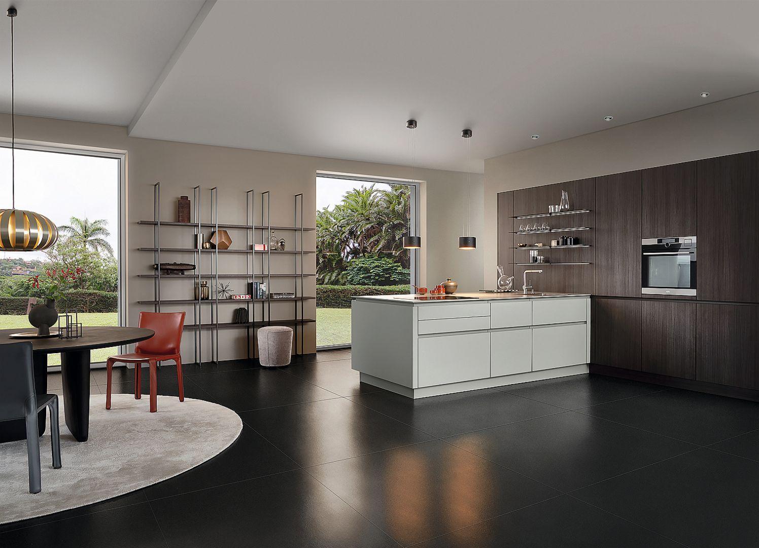 BONDI-C | ORLANDO-C - ekscytująca gra światła i ciemności tworzy trwałą i uniwersalną architekturę kuchni, a także przejrzystą kompozycję przestrzenną wysokiej zabudowy, wyspy i otwartych półek. Fot. Leicht