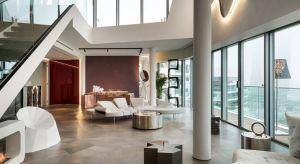 Dwupoziomowy Penthouse One-11, o powierzchni liczącej ponad 300 m kw. mieści się w Mediolanie. Z jego okien rozpościera się wspaniały widok na panoramę miasta i sąsiadujący z apartamentem park. Za projekt odpowiada studio brytyjskiej architektki
