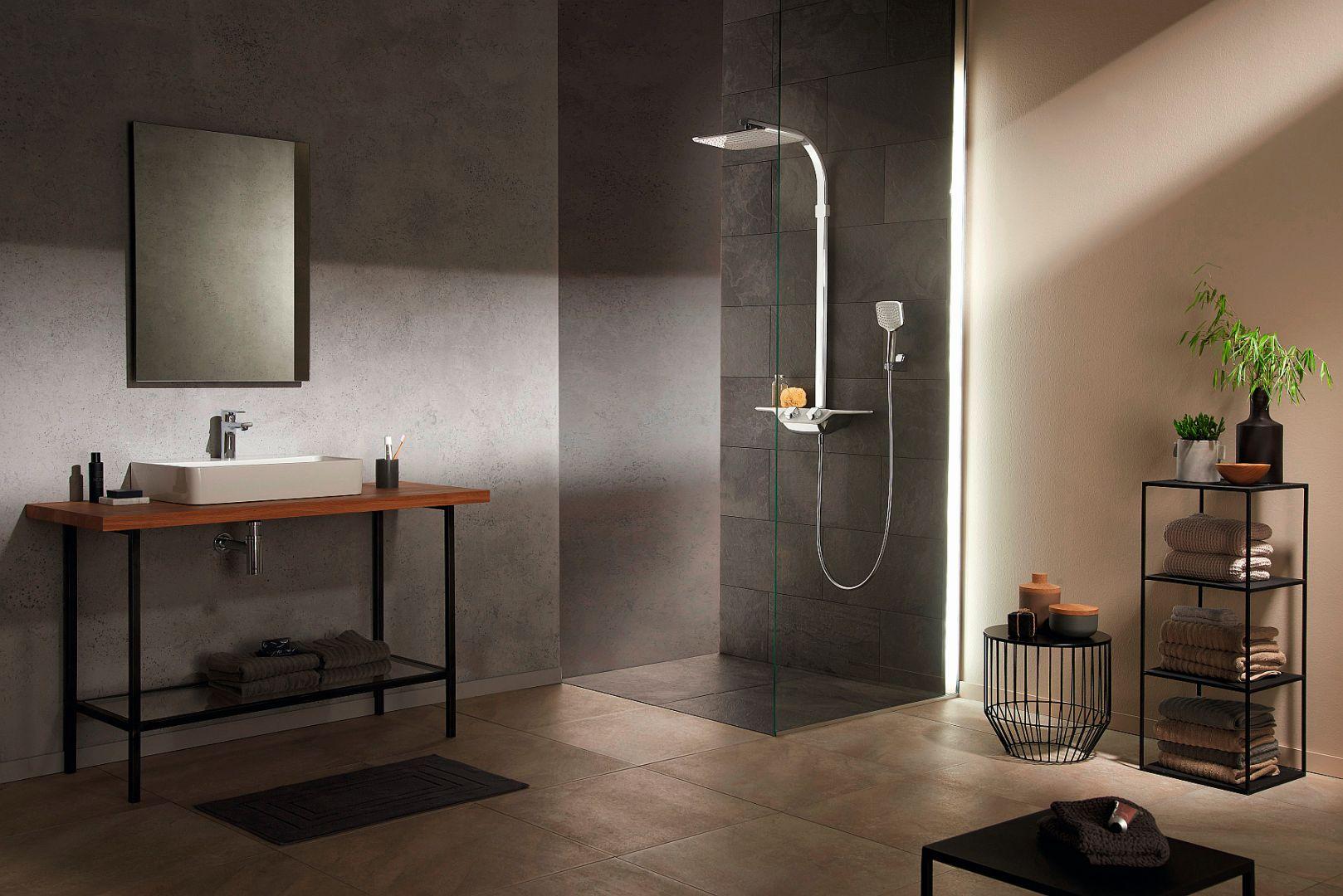 COCKPIT DISCOVERY - zestaw natryskowy zaprojektowany z myślą o doskonałym designie, zaskakuje intuicyjnymi rozwiązaniami i ergonomią, dzięki którym komfort kąpieli wchodzi na zupełnie nowy poziom. Fot. Kludi