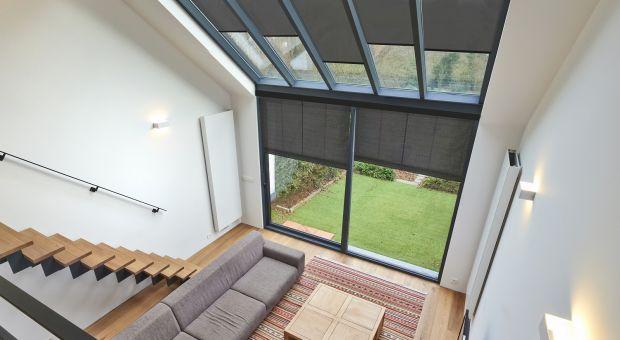 Nowoczesne systemy dekoracji okien - poznaj wygodne rozwiązania