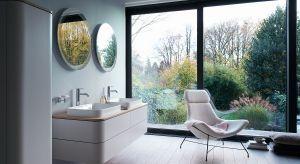 Można je ze sobą swobodnie zestawiać, tworząc zindywidualizowane i atrakcyjne kompozycje. Nowoczesne serie mebli łazienkowych to doskonałe rozwiązanie do dużych, jak i małych łazienek.