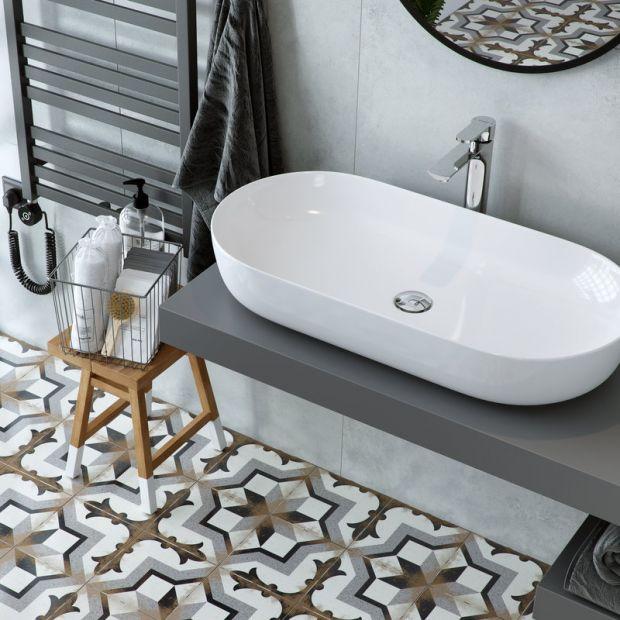 Nowoczesna łazienka: zobacz modne umywalki nablatowe