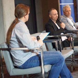 Dyskusja podsumowująca cykl prezentacji Okna, Drzwi, Podłogi. Fot. SDR Katowice