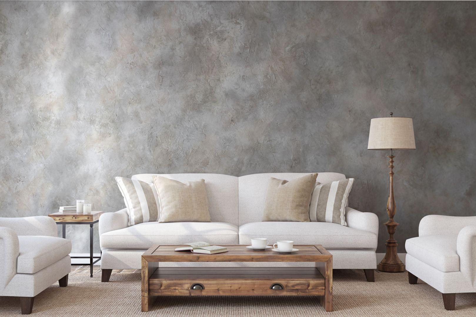 Gruboziarnista pasta strukturalna Primacol Decorative   Anticco pozwala uzyskać na ścianie efekt dekoracyjny nawiązujący do słonecznych wnętrz w stylu śródziemnomorskim. Fot. Primacol Decorative