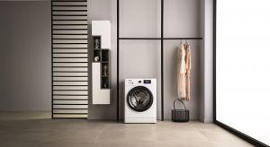 Jaki jest sekret idealnie świeżego prania? Czas! Dlatego właśnie wiele osób robi pranie tylko wtedy, gdy znajduje się w domu, ponieważ ubrania na długo pozostawione w pralce mogą zyskać nieświeży zapach.