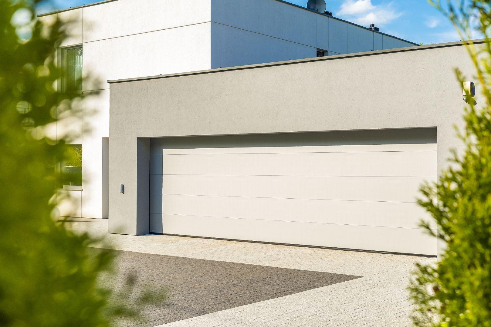 Segmentowa brama garażowa VENTE 60/Krispol. Produkt zgłoszony do konkursu Dobry Design 2020.