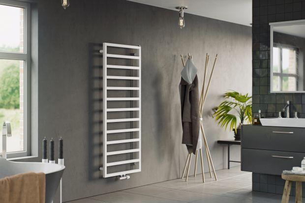 Grzejnik w łazience spełnia wiele funkcji jednocześnie. Odpowiada za ogrzanie pomieszczenia, jest suszarką na ręczniki i bieliznę, może również stanowić ciekawą dekorację.