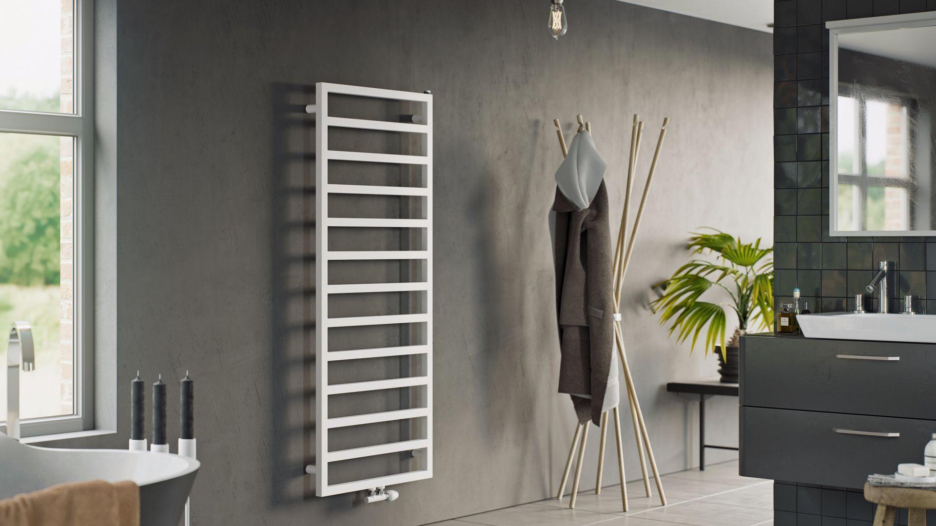 Praktyczny grzejnik drabinkowy Atria pozwala wygodnie wysuszyć ręczniki i bieliznę; prosta, minimalistyczna forma wpisze się w różne aranżacje łazienek. Fot. Luxrad