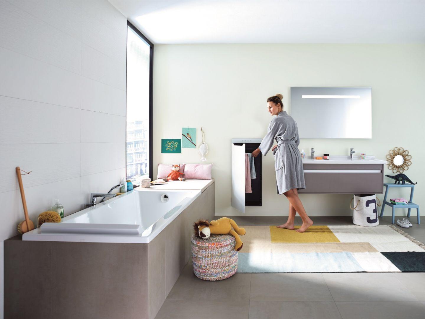 Zenia to grzejnik na podczerwień, termowentylator, podgrzewacz i schowana w środku suszarka do ręczników; intuicyjna obsługa za pomocą dotykowego panelu bądź zdalnie za pomocą aplikacji. Fot. Zehnder