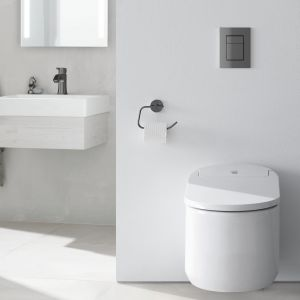 Toaleta myjąca Grohe Sensia Arena wyposażona w dwie oddzielne, samooczyszczające się dysze natryskowe oferuje mycie tylne i mycie damskie, funkcje suszenia; technologia AquaCeramic zapobiega rozwojowi bakterii. Fot. Grohe