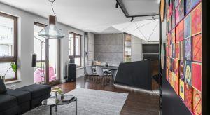 Położony na jednym z gdyńskich osiedli apartament to oaza spokoju dla czteroosobowej rodziny, ale też prawdziwa galeria dzieł sztuki, którym podporządkowany został koncept aranżacji całej przestrzeni.