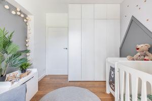Niewielkie mieszkanie dla rodziny - pokój dziecka. Projekt: Magdalena i Tomasz Jakimyszyn (Soft Loft). Fot. Magda i Piotr Motrenko