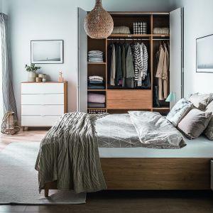 Szafa do sypialni z kolekcji Simple dostępna w ofercie firmy Vox. Fot. Vox