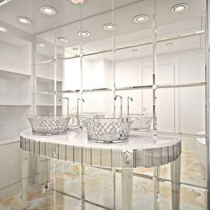 Piękna kryształowa łazienka wraz z lustrzaną ścianą od Bianchini&Capponi. Fot. Bianchini&Capponi