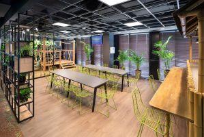Pomieszczenia socjalne: kuchenki Kosmos, Laboratorium i Dżungla, zostały jeszcze lepiej wyeksponowane i powiększone względem realizacji z wcześniejszych etapów. Projekt: Massive Design. Fot. Szymon Polanski