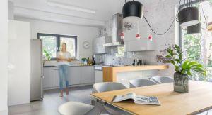 Jak urządzić wygodną i ładną nowoczesną kuchnie? Podpowiada architekt Justyna Mojżyk z pracowni projektowej poliFORMA.