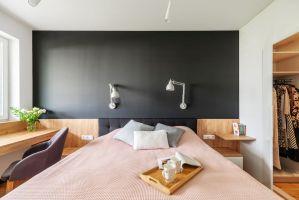 Dobrze zbalansowane kolory odnajdziemy też w sypialni. Projekt i zdjęcia: Deer Design