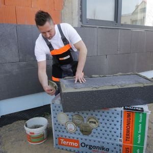 Ocieplenie domu styropianem grafitowym. Fot. Termo Organika