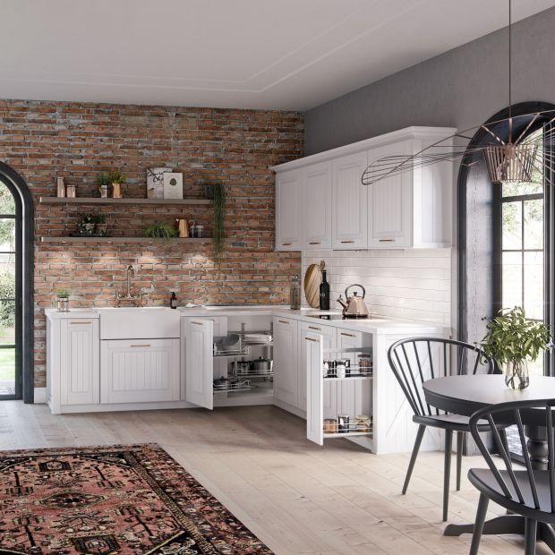 Tradycyjna zabudowa i nowoczesne rozwiązania w kuchni. Tak dopasujesz nowe do starego!