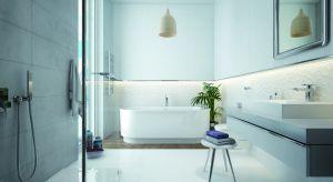Łazienka to nie tylko miejsce codziennych zabiegów higienicznych, ale także pomieszczenie, w którym relaksujemy się po ciężkim dniu. Warto zadbać o to, by było maksymalnie dopasowane do potrzeb wszystkich domowników, a jednocześnie sprzyjało o