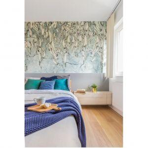Ścianę nad łóżkiem zdobi piękna tapeta marki Wonder Wall Studio. Projekt: Joanna Rej. Realizacja: Gama Design. Fot. Pion Poziom