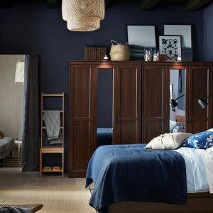 Szafa do sypialni z kolekcji Songesand dostępna w ofercie IKEA. Fot. IKEA